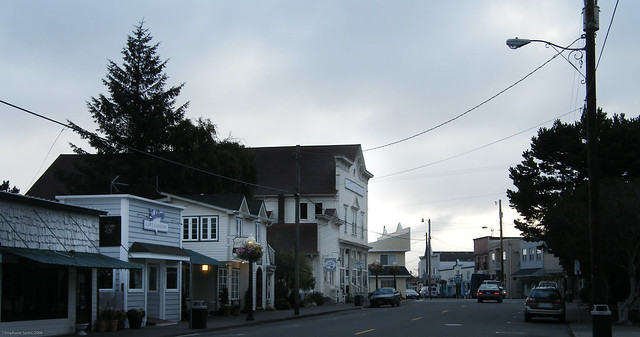 Florence oregon old town additional oregon photos by for Best small towns in oregon to live