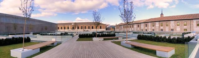 Parador de Alcalá - Jardín tallado