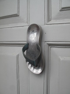 Flipflop door knocker