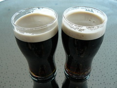 caff㨠macchiato(0.0), latte(0.0), beer glass(1.0), stout(1.0), coffee(1.0), beer cocktail(1.0), drink(1.0), irish coffee(1.0), pint (us)(1.0), beer(1.0), alcoholic beverage(1.0),