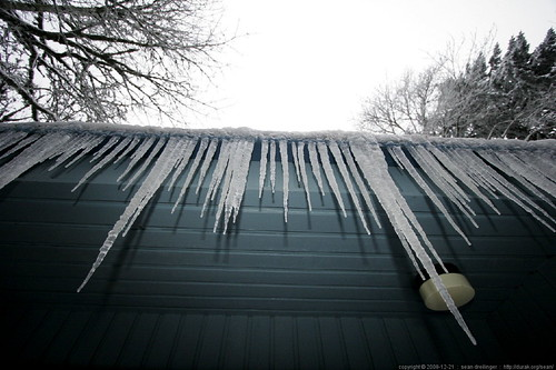 icicles hanging over the back deck    MG 3813