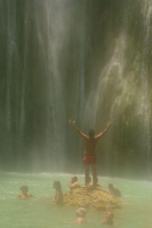 Mi personal ducha natural bajo la caída del Salto del Limón Samaná, una península en el Paraíso - 2527514868 8a2f347686 o - Samaná, una península en el Paraíso