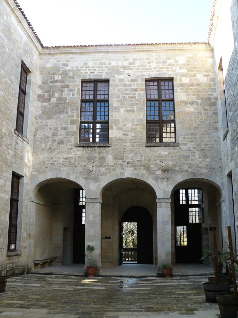 Duras 47 Cour Intérieure Du Château Xii Xviii Avec P