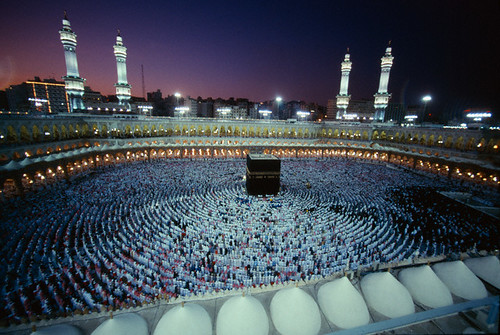 travel people night many minaret muslim islam religion praying crowd group middleeast mosque spire customsandcelebrations ramadan saudiarabia pilgrimage mecca pilgrim hajj viewfromabove arabs commemoration grandmosque greatmosque persiangulfstates kaabah islamicevent makkahprovince laylatalqadr