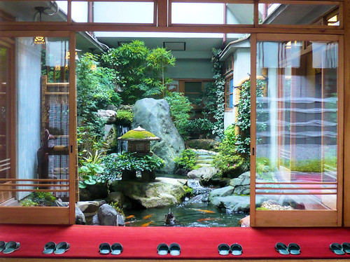 du japon dans un jardin jardin interieur dans un ryokan de kyoto. Black Bedroom Furniture Sets. Home Design Ideas