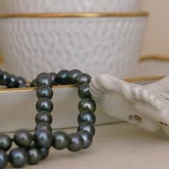 gemstone(0.0), bracelet(0.0), art(1.0), pearl(1.0), jewellery(1.0), bead(1.0),