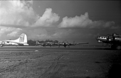 B17 waiting Take Off