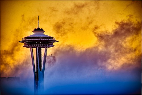 seattle fog sunrise d50 golden nikon nikond50 spaceneedle colorphotoaward 1on1colorfulphotooftheweek 1on1colorfulphotooftheweekoctober2008 northofnormal briburt