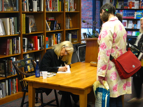 Jacqueline Winspear Signs My Book