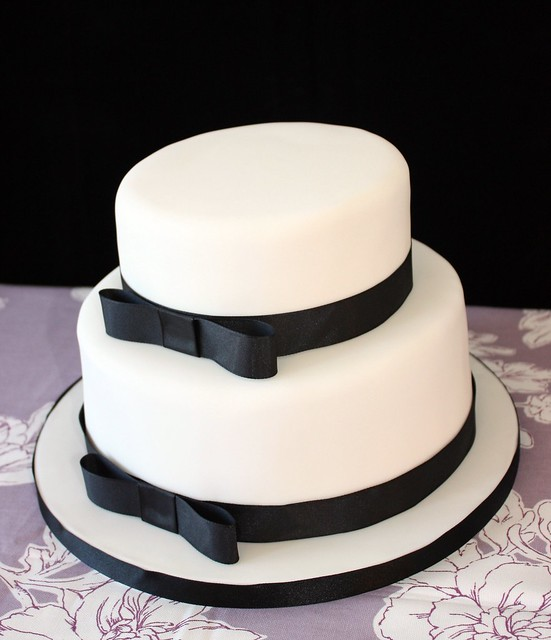 Images Of Black And White Cake : photo
