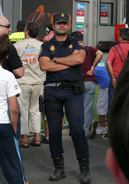 Police Bulges http://www.flickr.com/photos/copsadmirer/2930696047/