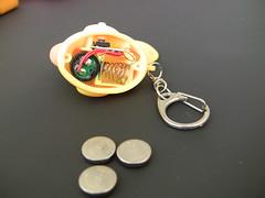 hand(0.0), jewellery(0.0), organ(0.0), keychain(1.0),