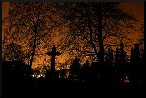 cemetery grave cross gothenburg pentaxistds eastcemetery östrakyrkogården stealingshadows