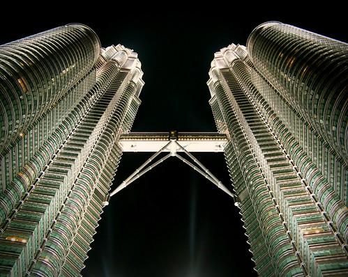architecture canon buildings asia nightshot maria petronas images symmetry malaysia sue kualalumpur pointshoot laakso cesarpelli nightimage canonpowershota710is marialaakso sue323 laaksoimages