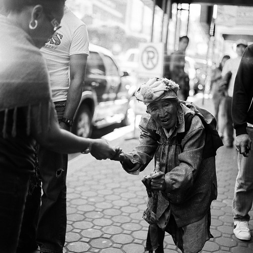 street woman island philippines homeless lightleak hasselblad baguiocity carlzeiss hasselblad500cm kodaktrix400 8718 carlzeissplanar80mmf28t manilovefilm signofhopeproject