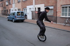 bicycle motocross(0.0), segway(0.0), flatland bmx(0.0), unicycle(1.0), vehicle(1.0), stunt performer(1.0), land vehicle(1.0),