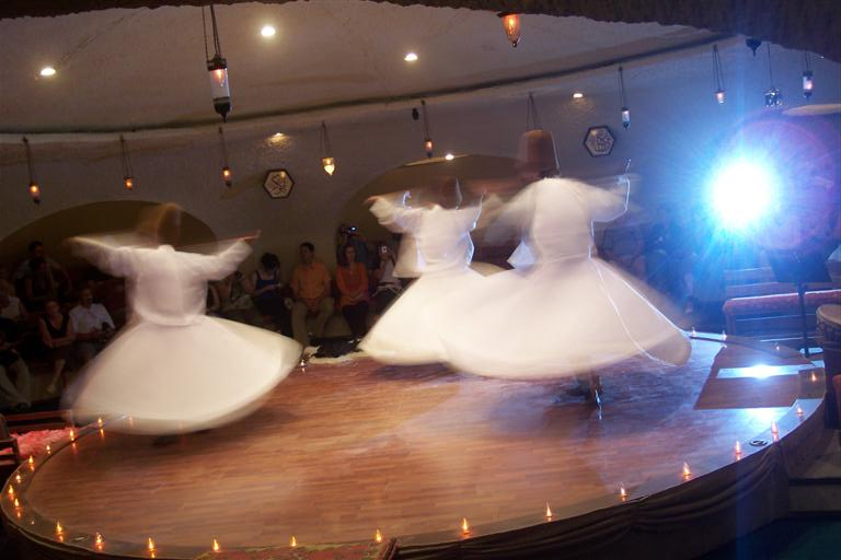 Derviches Danzantes en trance o éxtasis durante una actuación a la que asistí konya - 2526862481 5f309b8d38 o - Konya, el cinturón religioso de Turquía