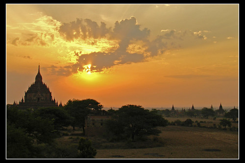 shadow sun sol silhouette clouds sunrise temple soleil asia southeastasia burma ombre amanecer templos myanmar asie nuage nube bagan leverdesoleil cation birmanie birmania favemegroup3
