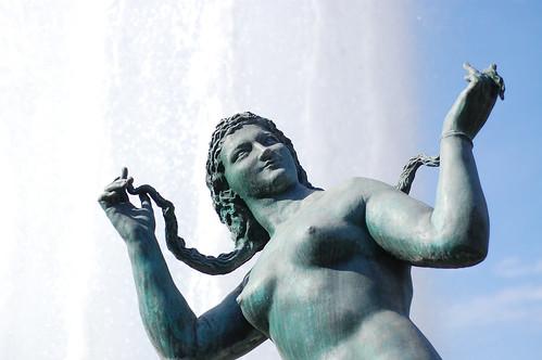 2854024616 f82fbc6fb1 Stupid statue