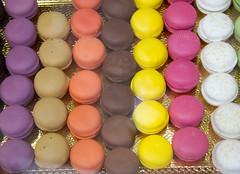 icing(0.0), easter egg(0.0), food(1.0), macaroon(1.0), dessert(1.0), pink(1.0),