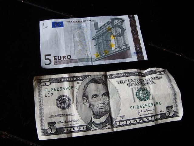 5 euro 5 dollar bill a photo on flickriver. Black Bedroom Furniture Sets. Home Design Ideas