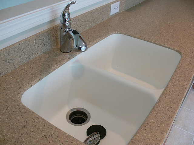 Corian Kitchen Sinks : Corian countertop integrated seamlessly with the kitchen sink ...