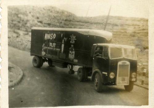 camió Maudslay de TRANSPORTS HOMS de Barcelona al Port de l'Ordal (N-340)