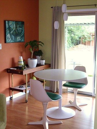 Pocket-sized dining room