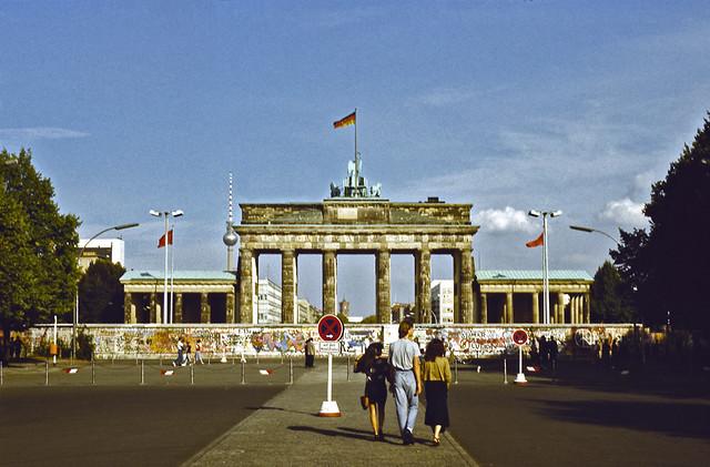 Berlin wall in front of Brandenburg Gate - 1989