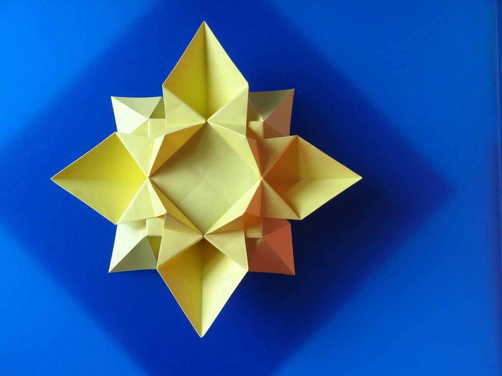 Origami Fiore o stella 2 - Flower or star 2 by Francesco Guarnieri