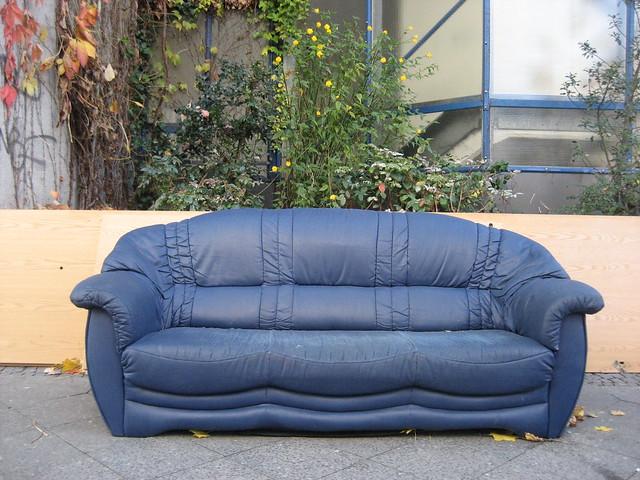 blaues sofa flickr photo sharing. Black Bedroom Furniture Sets. Home Design Ideas