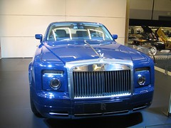 rolls-royce wraith(0.0), rolls-royce phantom drophead coupã©(0.0), sports car(0.0), automobile(1.0), automotive exterior(1.0), rolls-royce(1.0), vehicle(1.0), performance car(1.0), automotive design(1.0), rolls-royce phantom coupã©(1.0), rolls-royce phantom(1.0), auto show(1.0), bumper(1.0), land vehicle(1.0), luxury vehicle(1.0), motor vehicle(1.0),