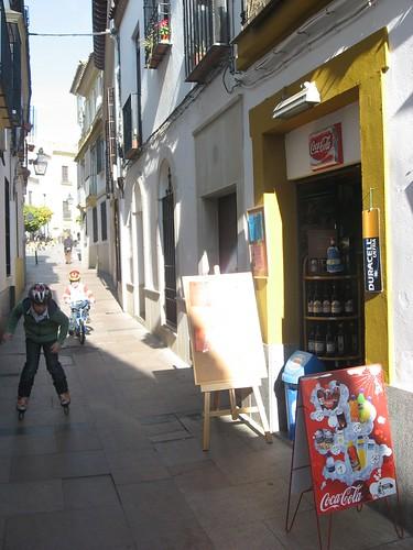 Pizarras abatibles en la estrecha calle Cespedes.