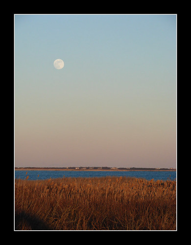 ocean sky moon water island coast massachusetts moonrise rise westport gooseberry waterscape gooseberryisland