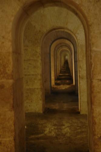 Largos y tétricos pasillos del interior de La Mola menorca - 2907664876 547155487a - Menorca, isla de misterios arqueológicos