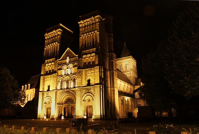 L'abbaye aux Dames sortie de la nuit noire