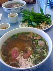 kuy teav(0.0), hot pot(0.0), canh chua(0.0), noodle(1.0), meal(1.0), lunch(1.0), bãºn bã² huế(1.0), noodle soup(1.0), meat(1.0), pho(1.0), food(1.0), beef noodle soup(1.0), dish(1.0), southeast asian food(1.0), soup(1.0), cuisine(1.0),