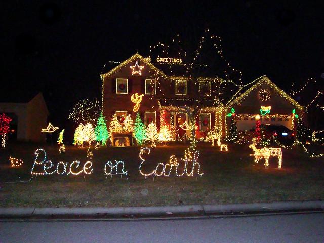 3140395698 23e66d8a68 z crazy christmas houses