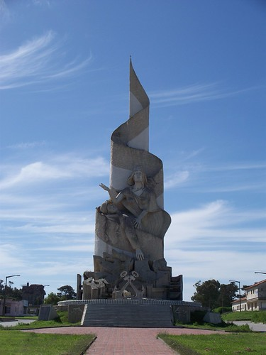 Falkland Islands War Memorial | Monumento a la Gesta de Malvinas, Quequén, Argentina by katiemetz, on Flickr