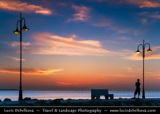Kuwait - Lonely photographer at Al-Shuwaik Port