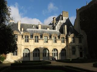 Image of Hôtel de Sully.