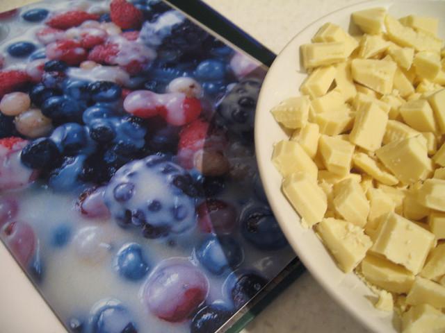 Frozen berries & hot white chocolate sauce | Flickr - Photo Sharing!
