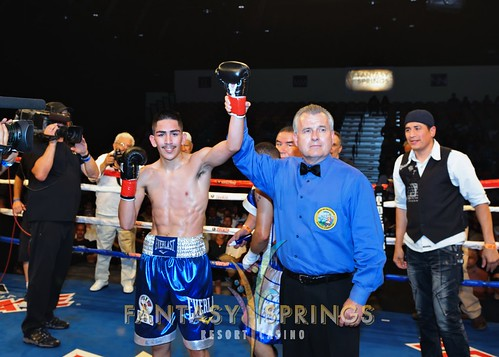 Leo Santa Cruz (16-0-1, 8 KOs) vs Jose Lopez (39-10-2, 32 KOs)