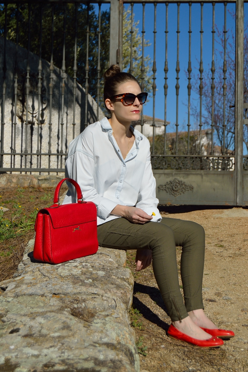 lara-vazquez-madlula-blog-style-details-red-accessories-easy-chic-look