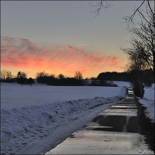 schnee winter sunset snow geotagged evening abend wasser sonnenuntergang sundown nikkor d300 badenwuerttemberg schwaebischealb schmelzwasser nikoncapturenx 1685mmf3556gvr 1685vr geo:lat=48353882 geo:lon=9428469