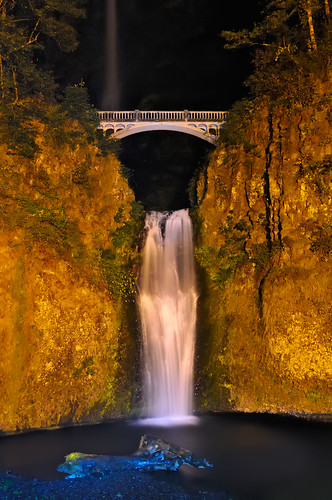 bridge vacation lightpainting nature water night oregon landscape outdoors waterfall nikon nightscape pacific northwest or falls pacificnorthwest cascade pnw multnomahfalls columbiarivergorge d300 elitephotography theperfectphotographer 2008reunionnature