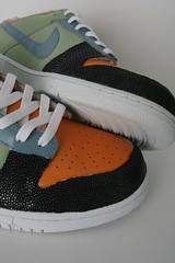brown(0.0), yellow(0.0), orange(1.0), outdoor shoe(1.0), sneakers(1.0), footwear(1.0), white(1.0), shoe(1.0), grey(1.0), black(1.0),
