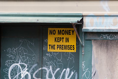 sign: no money kept on the premises
