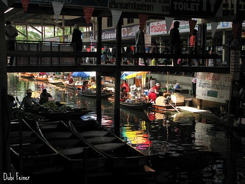 The floating market next to Bangkok, Thailand
