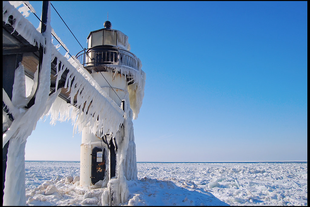 St. Joseph Lighthouse in Winter | The St. Joseph, Michigan ...